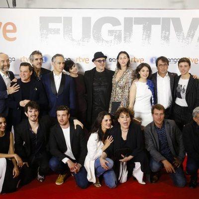 El reparto de la serie 'Fugitiva' en la premier