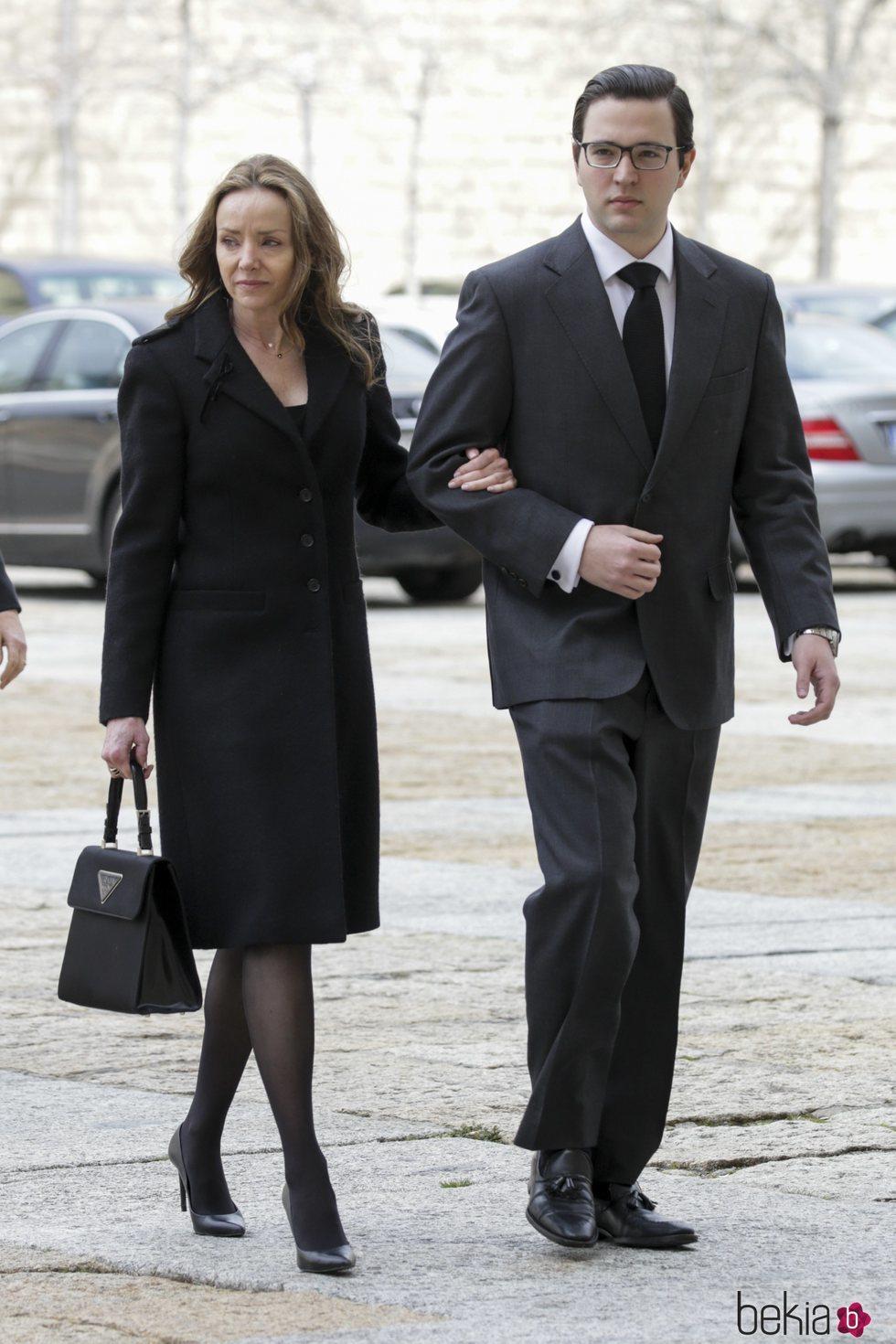 Miriam Ungría y Boris de Bulgaria en la misa por el 25 aniversario de la muerte del Conde de Barcelona