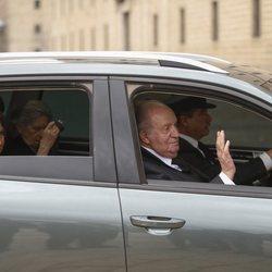 Los Reyes Juan Carlos y Sofía en la misa por el 25 aniversario de la muerte del Conde de Barcelona
