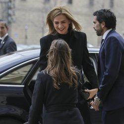 La Infanta Cristina muy sonriente en la misa por el 25 aniversario de la muerte del Conde de Barcelona