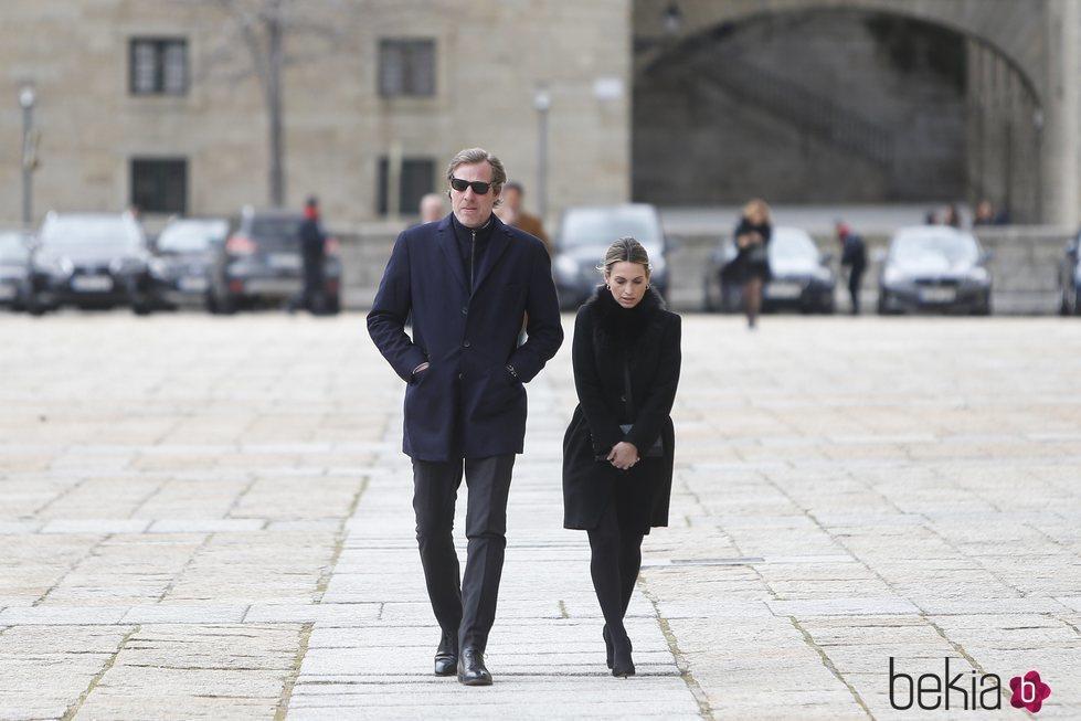 Beltrán Gómez-Acebo y Andrea Pascual en la misa por el 25 aniversario de la muerte del Conde de Barcelona