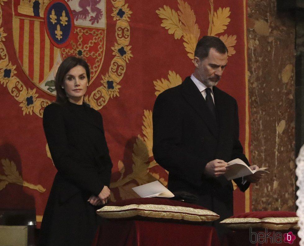 Los Reyes Felipe y Letizia en la misa por el 25 aniversario de la muerte del Conde de Barcelona