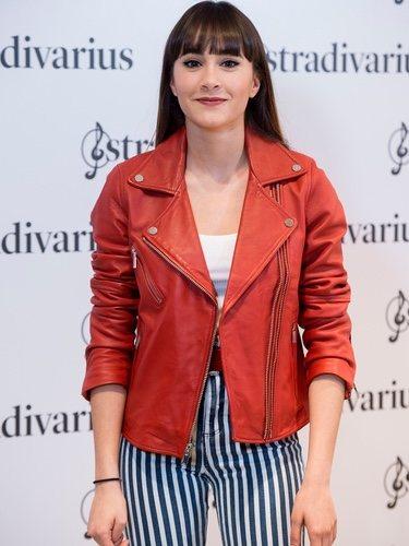 Aitana posa como embajadora de la marca Stradivarius