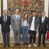 Alfred y Amaia posan con el embajador de Portugal en España