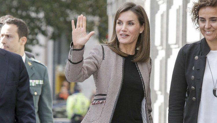 La Reina Letizia reaparece sonriente tras su escándalo con la Reina Sofía