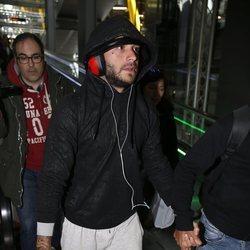 Adrián Rodríguez a su llegada a España tras participar en 'Supervivientes 2018'