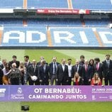 Los participantes de 'Operación triunfo 2017' en el Estadio Santiago Bernabéu