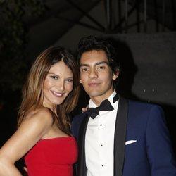 Ivonne Reyes y su hijo Alejandro Reyes en la celebración de su 18 cumpleaños