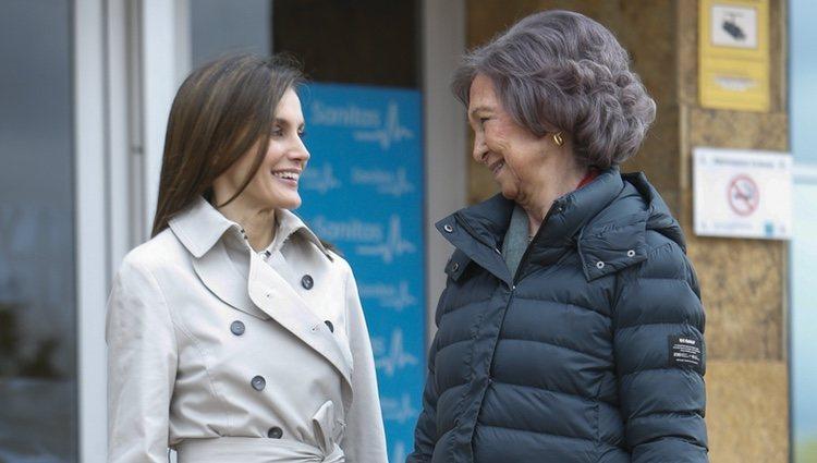 La Reina Letizia y Reina Sofía comparten miradas cómplices