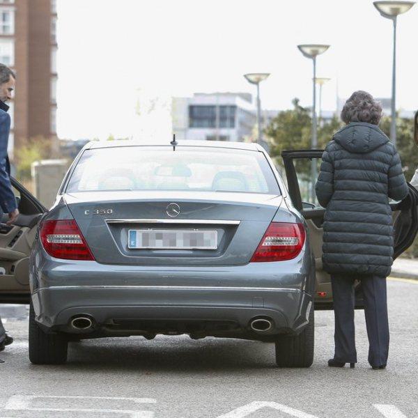 Los Reyes de España y la Reina Sofía visitan al Rey Juan Carlos tras su operación de rodilla