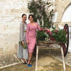 Eva González y María José Suárez en la boda de unos amigos
