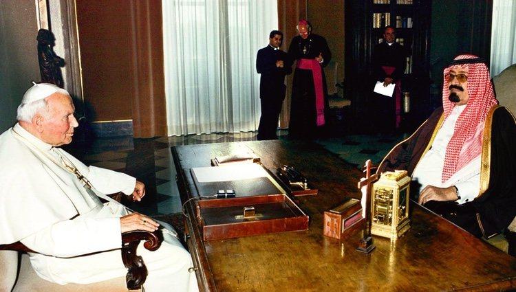 El Príncipe Abdalá de Arabia Saudí junto al Papa Juan Pablo II