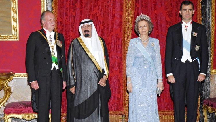 El Rey Abdalá de Arabia Saudí junto al Rey Juan Carlos, la Reina Sofía y el Príncipe Felipe en 2007