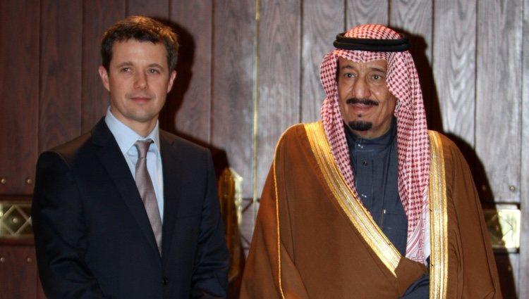 El Príncipe Salmán bin Abdelaziz Al Saud junto al Príncipe Federico de Dinamarca en 2010