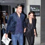 Paula Echevarría y Miguel Torres saliendo de la mano de un restaurante de Madrid