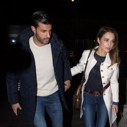Miguel Torres y Paula Echevarría paseando tras disfrutar de una cena con amigos
