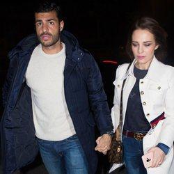 Paula Echevarría con Miguel Torres de paseo por Madrid