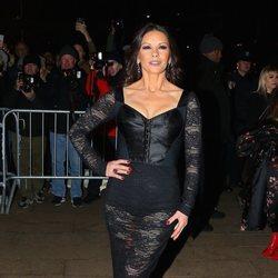 Catherine Zeta-Jones en un desfile de Dolce & Gabbana en Nueva York