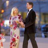 Los Príncipes Pablo y Marie-Chantal de Grecia llegando a un desfile de Dolce & Gabbana en Nueva York