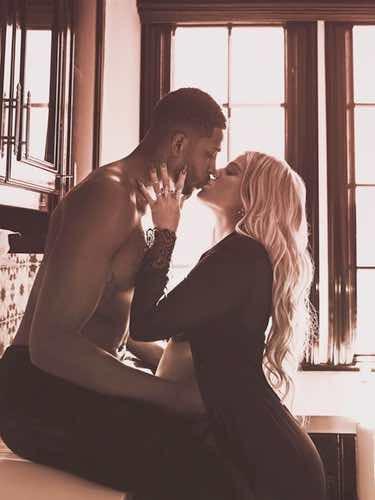 Khloe Kardashian luciendo embarazo junto a Tristan Thompson en su noveno mes de gestación