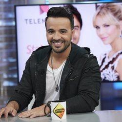 Luis Fonsi muy sonriente en 'El Hormiguero'