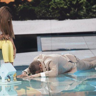 Jorge Javier Vázquez tirado en el suelo durante la gala 5 de 'Supervivientes 2018'