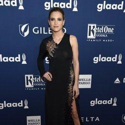 Ana Fernández en los GLAAD Awards de 2018