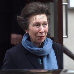 La Princesa Ana visita al Duque de Edimburgo tras su operación de cadera