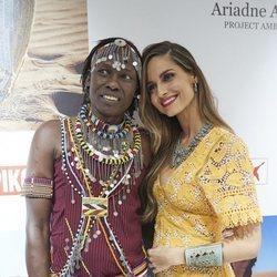 Ariadne Artiles con una mujer masái