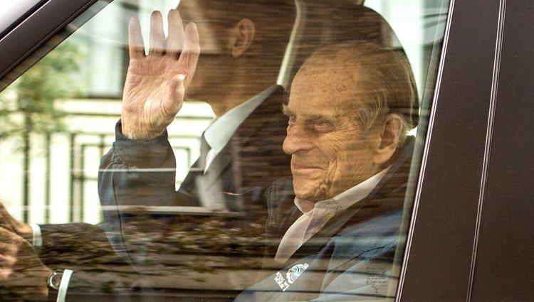 El Duque de Edimburgo sale del hospital tras su operación de cadera