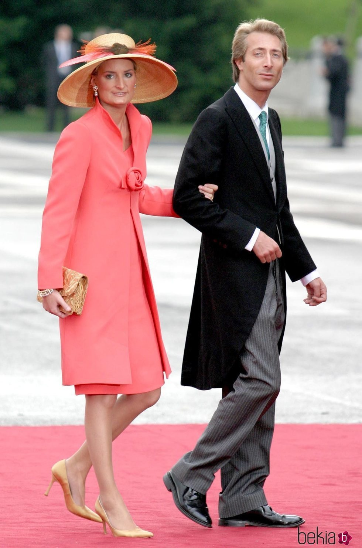 Alfonso y María Zurita de Borbón en la boda de los Reyes Felipe y Letizia