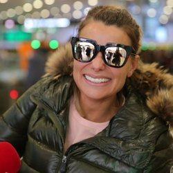 María Lapiedra, muy feliz en la Estación de Sants de Barcelona tras regresar de 'Supervivientes 2018'