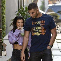 Kourtney Kardashian y Younes Bendjima paseando por Los Ángeles
