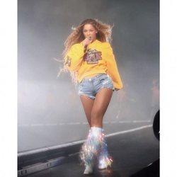 Beyoncé comenzando su concierto durante el festival Coachella 2018
