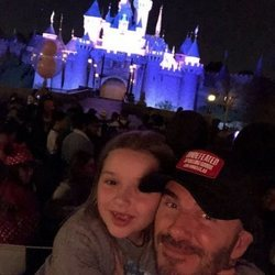 David Beckham en Disneyland junto a su hija Harper Seven