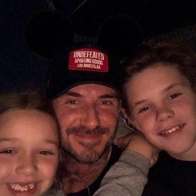 David Beckham en Disneyland junto a su hijo Cruz y su hija Harper Seven