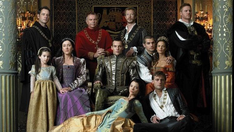 Fotograma de la serie 'Los Tudor' con los actores principales