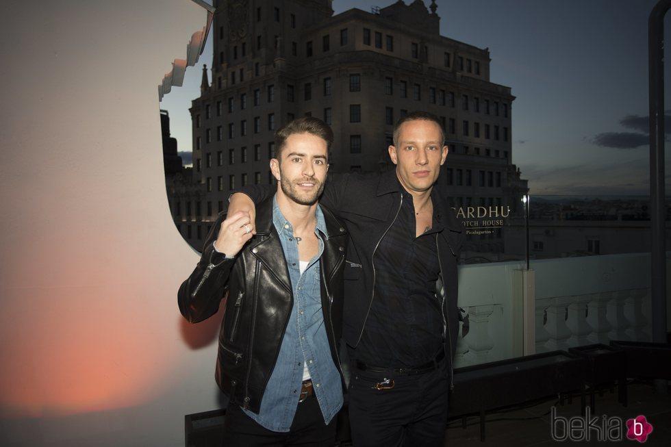 Pelayo Díaz y Pablo Sáez en la fiesta del cuarenta cumpelaños de Andrés Velencoso