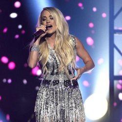 Carrie Underwood actúa durante la gala de los premios CMA Awards 2018