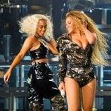Beyoncé y Solange Knowles actuando en el Coachella 2018