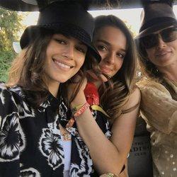 Cindy Crowford, Kaia Gerber y una amiga en el Coachella 2018