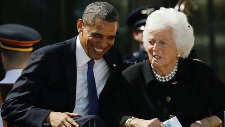 Barbara Bush junto a Barack Obama en el George W. Bush Presidential Center