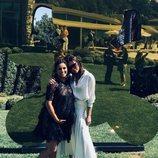 Victoria Beckham con Eva Longoria tras recibir su estrella en el Paseo de la Fama de Hollywood