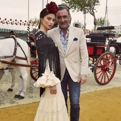 Rocío Crusset junto a su padre Carlos Herrera en la Feria de Abril 2018