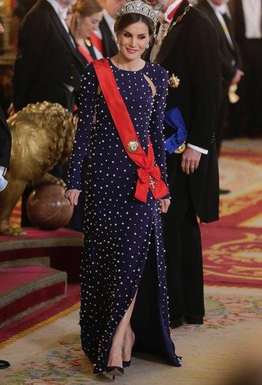 La Reina Letizia en la cena de gala al presidente de Portugal, Marcelo Rebelo de Sousa