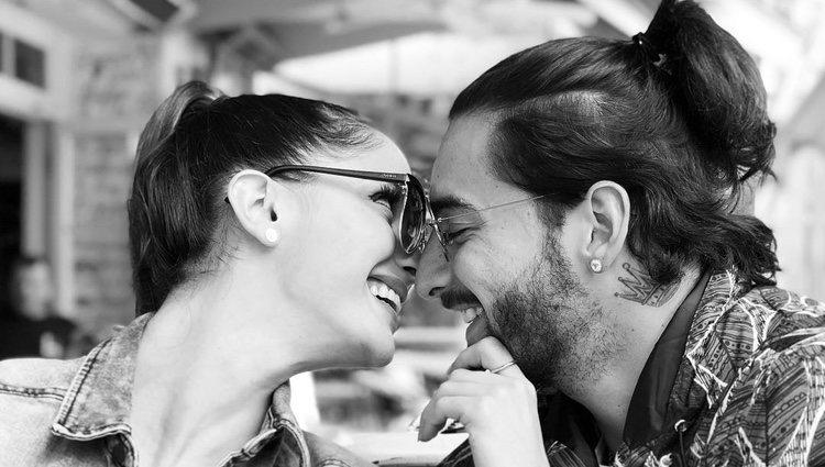 Maluma publica una imagen con su novia Natalia Barulich