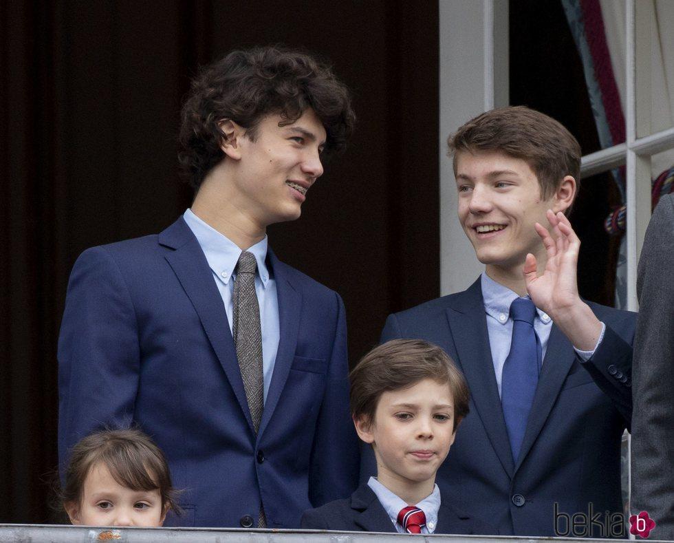 Enrique, Nicolás y Félix de Dinamarca en el 78 cumpleaños de la Reina Margarita