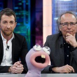 Pablo Motos y Joan Manuel Serrat en 'El Hormiguero'