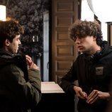 Javier Ambrossi y Javier Calvo en el rodaje de la segunda temporada de 'Paquita Salas'