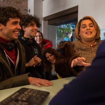 Javier Ambrossi, Javier Calvo, Brays Efe, Kira Miró y Lidia San José en la segunda temporada de 'Paquita Salas'